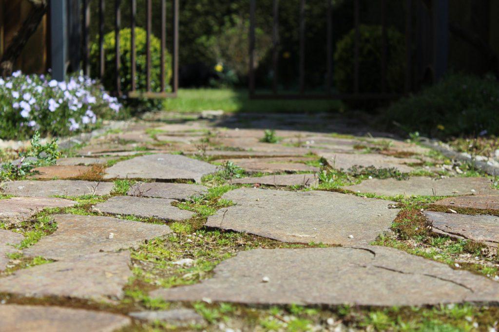Vybudujte si zahradn cesti ky a chodn ky jakud l - Losas de piedra para jardin ...